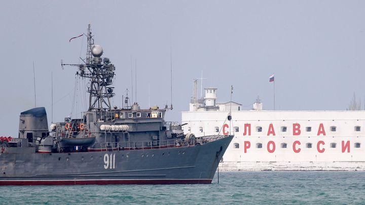 Rusko přepíná na krizový režim. Ze země začíná mizet kapitál