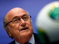 Husajn volby vzdal, Blatter bude dál vládnout fotbalu