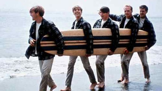 Hit Surfin' U.S.A. od Beach Boys z roku 1963.