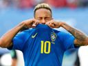 Neymar se hádal, filmoval a nakonec plakal. Bylo to z radosti, napsal