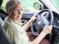 Povinné lékařské prohlídky u řidičů-seniorů jsou v Česku moc mírné, míní odborníci i někteří lékaři