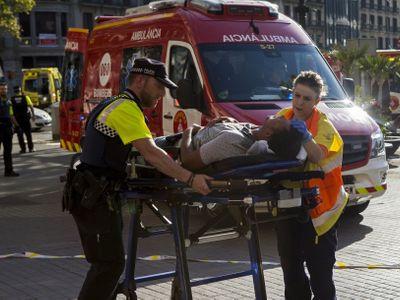 Online: Terorista, který řídil vražednou dodávku v Barceloně, je mrtvý. Zastřelila ho policie
