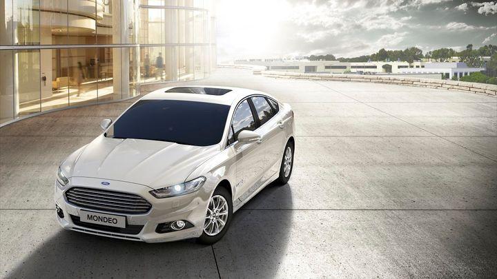 Ford začal nabízet mondeo v hybridní verzi. Je to sedan