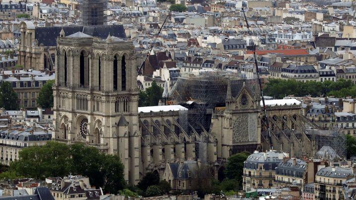 Francouz objevil hodiny podobné těm z Notre-Dame. Zničený chrám tak dostane nové