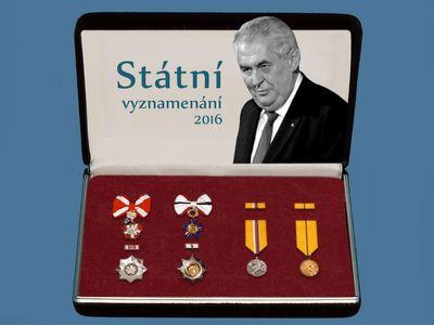 Státní vyznamenání: Prezident ocenil odbojáře či podnikatele. Medaili dostal Duka i Hůlka