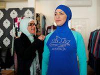 Burkiny nesymbolizují islám, ale svobodu. Zákazem se chováte jako Tálibán, říká jejich autorka
