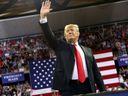 Rozděl a panuj. Trump Evropské unii nerozumí a chce ji rozbít, říká bývalý americký velvyslanec