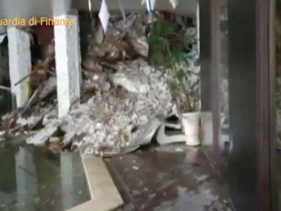 Záchranáři vyprostili ze zasypaného hotelu osm lidí včetně dvou holčiček. Hledání pokračuje