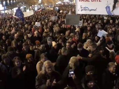 Hanba! Demisi! Lidé v centru Prahy volali po odstoupení premiéra Andreje Babiše
