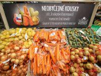 """Tisíce tun zeleniny už nekončí na smetišti. Prodej """"ošklivek"""" funguje, přibudou švestky či hrušky"""