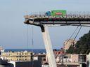 Foto: Viadukt v Oaklandu i Duhový most v Číně. Připomeňte si neštěstí podobná tomu z Janova