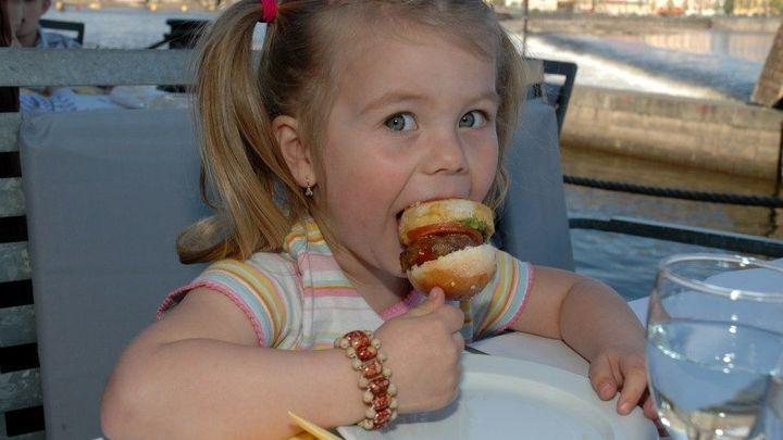 Restaurace nesmí paušálně zakázat vstup dětí. Pokuta platí