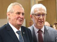 Zemanova estráda versus Drahošova věcnost. Volební debaty pohledem Karla Hvížďaly