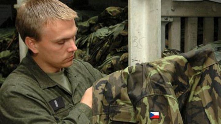 Vojáci stále nemají nové uniformy. Firma Blažek je neušila