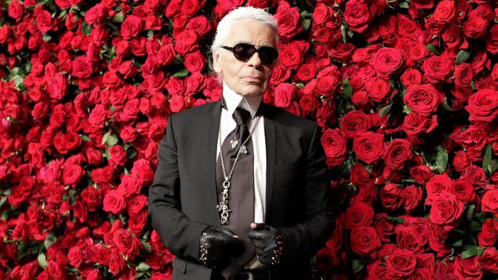 Obrazem: Zemřel Karl Lagerfeld, módní nymfoman, co nikdy neměl orgasmus