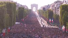 Tisíce lidí přivítalo fotbalové mistry světa na Champs-Élysées