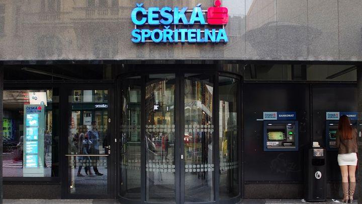 České spořitelně klesl zisk o více než osm procent