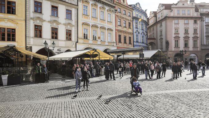 Praha chce obchodníkům povolit prodej na chodnících. Venkovní prostor poskytne zdarma