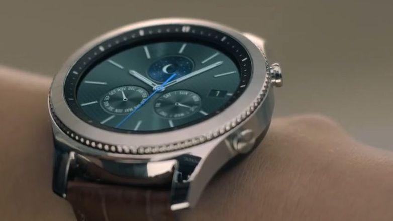 5af6d83a29 TEST  Chytré hodinky Gear S3 vypadají luxusně. Design konečně dohnal  nabídku funkcí - Aktuálně.cz