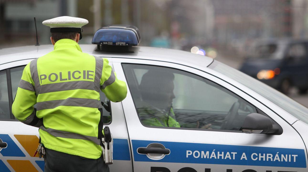 V centru Teplic přepadli klenotnictví, pachatelé jsou na útěku