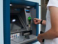 Velkorysý bankomat v Rakousku si popletl peníze. Vydával vyšší bankovky, než měl
