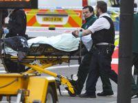 Foto: Lidé neměli kam utéci, atentátník je smetl autem. Snímky z londýnského mostu