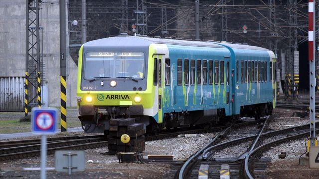 Vlak V Cercanech Projel Navestidlem Provoz Na Trati Mezi Prahou A