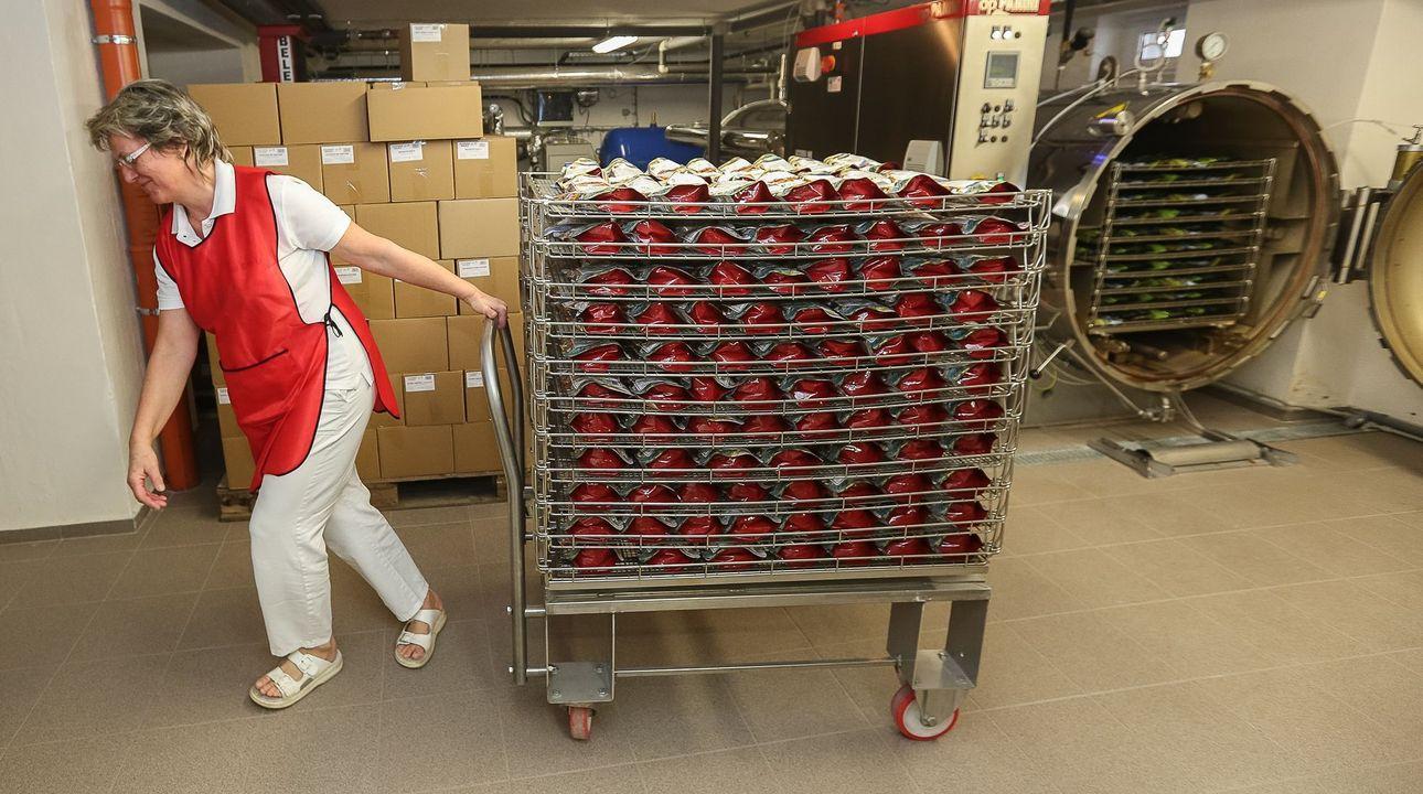 Foto: Továrna na svíčkové. Vyrobí jich 50 tisíc a díky tajné metodě vydrží tři roky