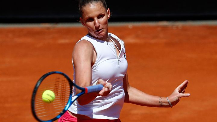 Plíšková - Vekičová. Češka v úvodu French Open chybuje, už praštila raketou; Zdroj foto: Reuters