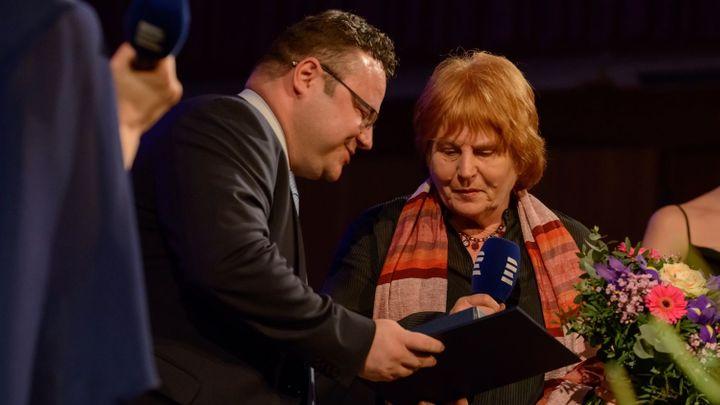 Rozhlasový festival obrazem: Hana Maciuchová, Eva Pilarová i oceněná novinářka Pavla Jazairiová