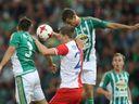Živě: Slavia - Bohemians 1905 1:0. Slavia přišla o Tecla, ale po půli přesto vede