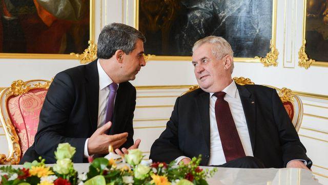 e4a89588c Prezident Miloš Zeman jedná na Hradě se svým bulharským protějškem Rosenem  Plevnelievem.