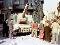Maďarské povstání skončilo v krvi. Unikátní barevné snímky ukazují jeho zrod a zánik