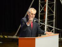 V opozici se vašich ubohých 15 poslanců smíchá do podivného koktejlu, varoval ČSSD Zeman