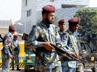 Útočníci vtrhli do jídelny a začali pálit, po přestřelce s policií nejméně sedm lidé zemřeli