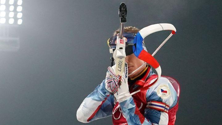 Biatlonisté v půlce závodu vedli olympijskou štafetu, nakonec dojeli sedmí