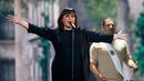 Reprezentovat svou zemi na Eurovizi bylo pro francouzskou zpěvačku Lisu Angell snem už od jejích osmi let. Zabodovala s písní N'oubliez Pas (Nezapomeň), kterou napsal bratr jednoho z komerčně nejúspěšnějších francouzských skladatelů Robert Goldman. (Francie)