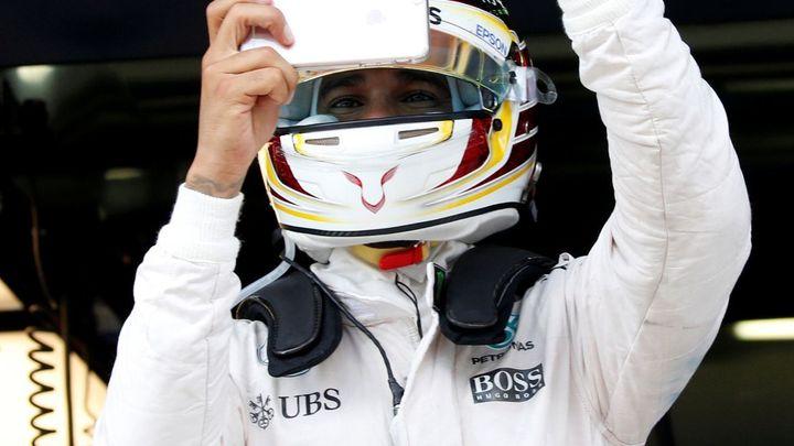 Mercedes poprvé totálně ovládl kvalifikaci v Sepangu, nejrychlejší byl Hamilton